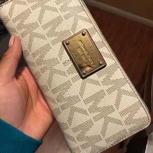 Michael kors jet wallet